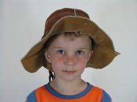 20080502_floppy_hat_800_x_600_2